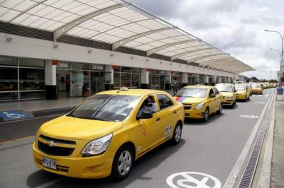 Taxistas de Bucaramanga piden aumento en la tarifa al Aeropuerto