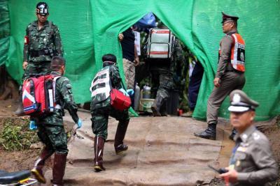 Lluvias amenazan la tercera jornada de rescates en cueva de Tailandia