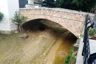 Quebrada de las Nieves sirve de baño público para los habitantes de la calle