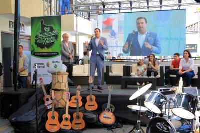 Más de 1.400 instrumentos fueron entregados a municipios de Santander