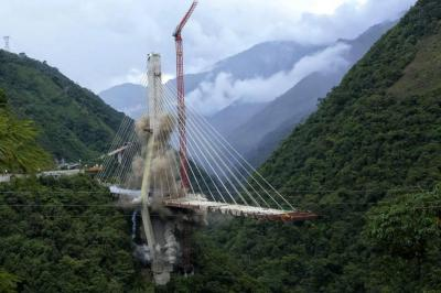 Así fue la demolición de la pila C del puente Chirajara