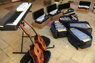 Escuela de música recibió dotación de instrumentos