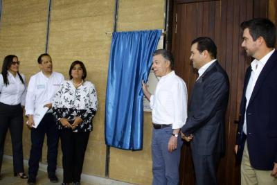 Santos está en Bucaramanga para visitar salón de Neomundo y Teatro Santander