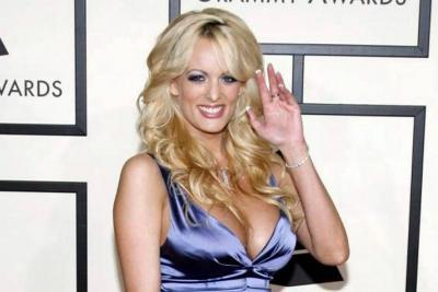 Actriz porno que sostiene un lío legal con Trump fue detenida