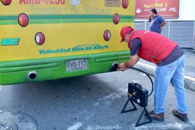 26 buses 'chimenea' ya han sido revisados por el AMB