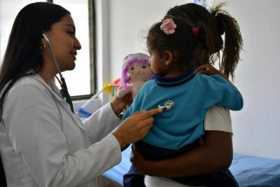 Sancionan ley que reglamenta pagos a médicos residentes con especialización