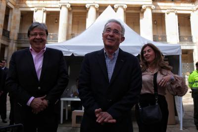 Corte Suprema desestima investigación contra Uribe por Campaña del No