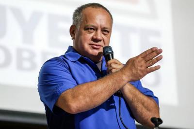"""Diosdado Cabello criticó """"las estupideces"""" de Juan Manuel Santos"""