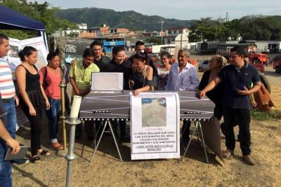 Con funeral simbólico, vecinos del Norte de Bucaramanga dicen que la Alcaldía les dio un 'entierro de tercera'