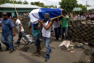 Violencia en Nicaragua deja al menos 10 muertos