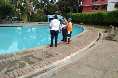 Avanzan operativos en piscinas del municipio