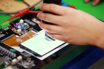Reutilizacíon de materiales de celulares para nuevos dispositivos