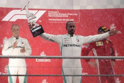 Hamilton remontó desde la decimocuarta posición y gana el Gran Premio de Alemania