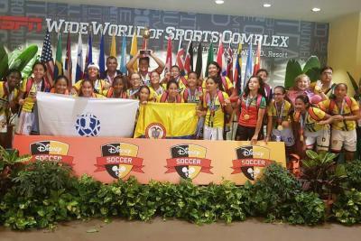 Las niñas de la selección Santander de fútbol ganaron la Copa Disney