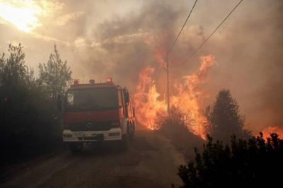 Dos muertos y decenas de heridos en Grecia por incendios