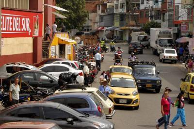 Tremendo caos se registra en alrededores de la Plaza Satélite de Bucaramanga