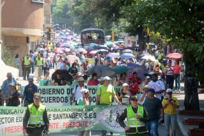 Programe sus recorridos por nueva marcha de maestros en Bucaramanga