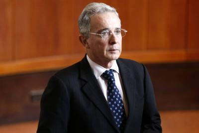 Álvaro Uribe Vélez renunciará al Senado por investigación en su contra