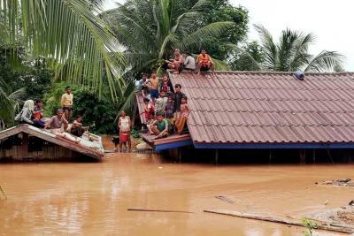 Cientos de desaparecidos y damnificados en Laos