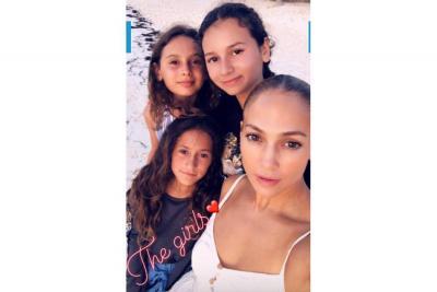 Jennifer López inició su festejo de cumpleaños en un lugar paradisíaco