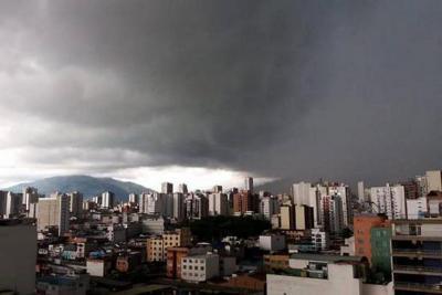 En 30 minutos cayó el agua que llueve en 10 días en Bucaramanga: Ideam