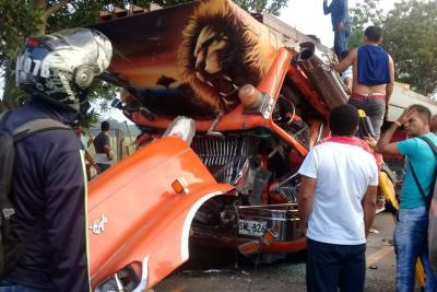 Colisión de mulas dejó a un conductor herido