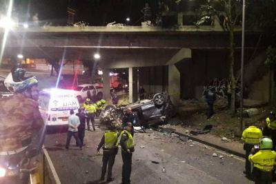 Vehículo cayó del puente Conucos en Bucaramanga: cuatro personas resultaron heridas