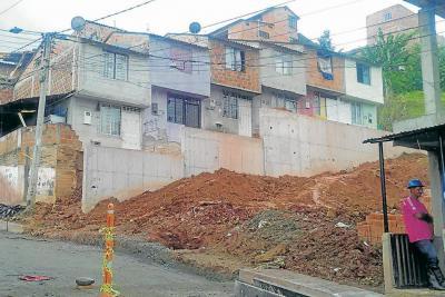 Muro ya se terminó; solo falta pavimentar vía en Juan Pablo II