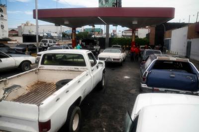 """Temen """"racionamiento"""" de gasolina en Venezuela tras anuncio de Maduro"""