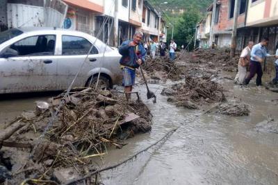 Investigan si desvío de quebrada o humedal artificial incidieron en avalancha en San Gil