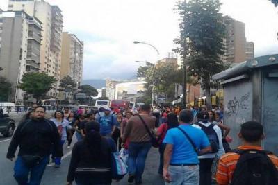 Gran parte de Caracas y zonas de estados vecinos sufrieron corte de energía eléctrica