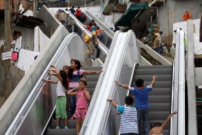 No se instalarán escaleras eléctricas en barrios periféricos de Bucaramanga