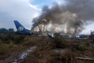 Al menos 12 heridos críticos tras accidente aéreo en México
