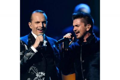 Juanes y Miguel Bosé de  concierto por Colombia