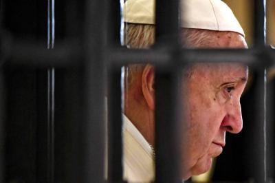 """Papa declara """"inadmisible"""" la pena de muerte y pide abolirla"""