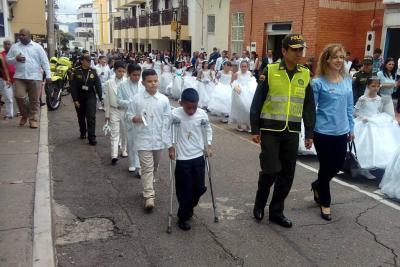 38 niños de la Policía hicieron su primera comunión en Bucaramanga