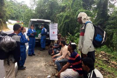 Cruz Roja atiende a migrantes venezolanos en su camino a Bucaramanga