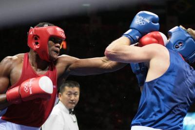 El boxeador Eléider es el nuevo campeón mundial de los semipesados