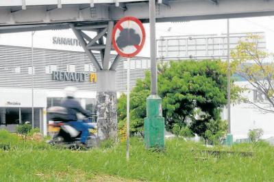 El vandalismo se tomó las señales de tránsito de Bucaramanga