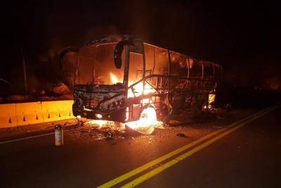 Incendio de bus en vía Bucaramanga - Barrancabermeja causó alerta