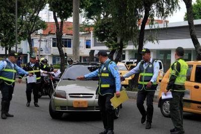 Vehículo infractor arrastró dos calles a un alférez en Bucaramanga