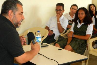 Mario Mendoza, en charla  con estudiantes porteños