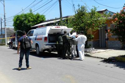 Policía dio de baja a hombre que iba a apuñalar a una bebé en Santander