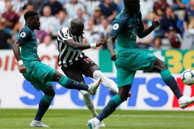 Tottenham con Sánchez dejó sin puntos al Newcastle