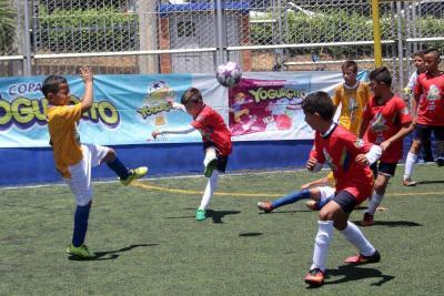 El estreno de la Copa Yogurcito fue a puro gol