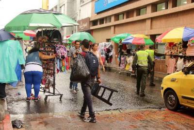 Desde septiembre vendedores informales de Bucaramanga pagarán por el espacio público