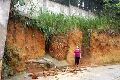 Filtración por poco causa una emergencia en barrio de Floridablanca