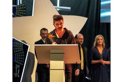 Juanes recibe premio por su  compromiso con la infancia