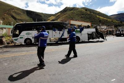 Juez ordena prisión preventiva a conductor de bus accidentado en Ecuador