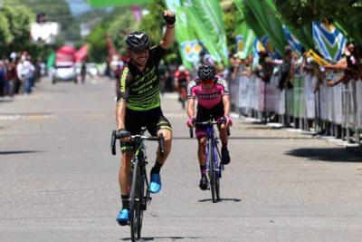 José Serpa, el 'León de Bucaramanga', ganó la etapa 11 de la Vuelta a Colombia